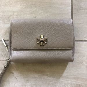***TORY BURCH LEATHER TAUPE WALLET***